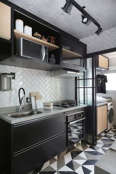 Small kitchen with black cabinets- Cozinha pequena com armários pretos Small kitchen with black cabinets in Industrial footprint design. Modern Kitchen Interiors, Interior Design Kitchen, Modern Interior Design, Kitchen Decor, Kitchen Designs, Interior Ideas, Kitchen Furniture, Design Loft, Appartement Design