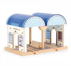 Accessori per il trenino in legno - Stazione per i passeggeri Train Table, Wooden Train, Wooden Toys, Bookends, House Styles, Diy, Home Decor, Train Tracks, Central Station
