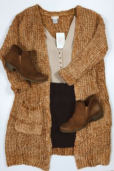 On days like this you need a comfy cardigan. Shop this entire look via link in bio. Fall Winter Outfits, Autumn Winter Fashion, Summer Outfits, Mode Outfits, Fashion Outfits, Womens Fashion, Look Boho, Mode Chic, Mode Inspiration