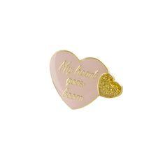 Pin's coeuren laiton doré et émailde couleur rose pastel, agrémenté…