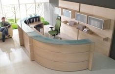light wood office furniture glass window design for modern office decoration with light wood curved office desk furniture light wood home office furniture Curved Reception Desk, Office Reception Design, Reception Desks, Dental Reception, Hospital Reception, Curved Desk, Bureau Design, Reception Furniture, Dental Office Design