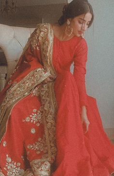 Source by rahmahelmy dress pakistani Indian Gowns Dresses, Indian Fashion Dresses, Dress Indian Style, Indian Designer Outfits, Pakistani Dresses, Anarkali, Lehenga Choli, Sari, Pakistani Wedding Outfits