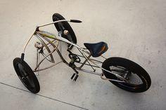 Un fantastic trike a pedals. Microcar, Cool Bicycles, Cool Bikes, E Quad, Custom Trikes, Custom Sportster, Reverse Trike, Push Bikes, Drift Trike
