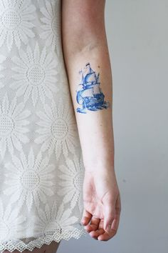 This pretty vintage ship temporary tattoo is made in the famous Dutch 'Delft…