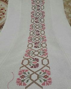 This Pin was discovered by müf Just Cross Stitch, Cross Stitch Borders, Cross Stitch Alphabet, Cross Stitch Flowers, Cross Stitch Designs, Cross Stitching, Cross Stitch Embroidery, Embroidery Patterns, Hand Embroidery
