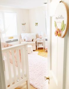 Now this is the way to transition from a nursery to a toddler room! And, these florals!