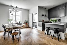 Kitchen in white and grey