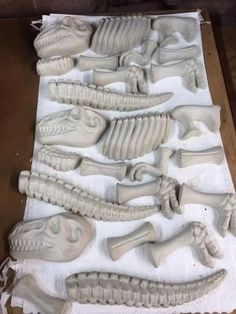How to Use Sand Toys for Concrete Molds - Snapguide Concrete Yard, Concrete Statues, Concrete Molds, Cement Garden, Cement Art, Concrete Crafts, Concrete Projects, Diy Halloween, Sand Toys