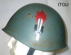 http://www.militariacollection.com/immagini/elmetti-ita/elmetto%20guastatori.jpg