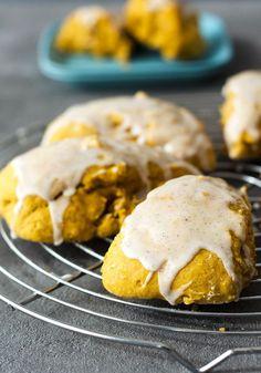 leckere, kalorienarme Kürbis-Scones mit Vanilleglasur // low calorie pumpkin-scones