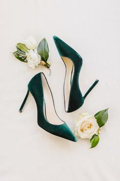 2d7b5193037ca 20 Beautiful Ways to Add a Pop of Green to Your Wedding