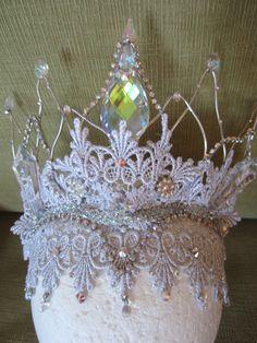 Snow Queen Headpiece di PointeCreations su Etsy