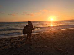 Durante mi tiempo libre, me gusta tocar mi guitarra con mi primo. Mi guitarra es un regalo de mi padre por mi cumpleaños numero catorce. Yo toco canciónes que me gustan. Me gustan los canciónes de Taylor Swift, Tori Kelly, y Ed Sheeran. Yo toco los fines de semana porque yo tengo mucho más tiempo libre los fines de semana.