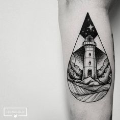 Tatuagem de farol feita por Leo Marsiglia no estilo pontilhismo. #tattoo #tatuagem #pontilhismo #dotwork #farol