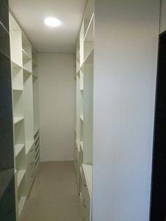 Closet confeccionado em MDP Plus com acabamento em aço