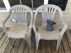 Has your outdoor furniture seen better days? Check out this easy DIY face lift idea and learn how to paint your old dirty plastic chairs to give them new life. Patio Furniture Makeover, Chair Makeover, Lawn Chairs, Dining Chairs, Upcycled Furniture, Outdoor Furniture, Ship Lap Walls, Diy Cabinets, Diy Planters
