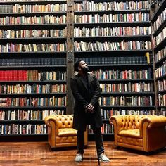 Chicago is the place to be right now. // Repost from @baratunde  Taking in some Chicago before seeing Obama tonight. This room I'm in is the Johnson Family Library from the black publishing legends. It's at the Stony Island Arts Bank opened by Theaster Gates. Upstairs I saw advertisements for slaves in old newspapers as well as a room filled with house DJ Frankie Knuckels's collection. I've spent the day with a black NYPD officer learning more about the crisis and the beauty of this city but…