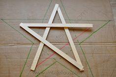 Blog sobre decoración y manualidades Triangle, Diy, Interior, Blog, Wooden Stars, Manualidades, Bricolage, Design Interiors, Blogging