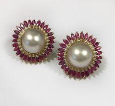 Jewelry Design Earrings, Gold Earrings Designs, Gold Jewellery Design, Ear Jewelry, India Jewelry, 18k Gold Jewelry, Coral Jewelry, Antique Jewelry, Bollywood Jewelry