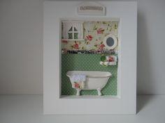 Quadro para lavabo, com fundo em tecido e peças em resina R$ 86,90