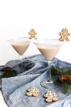 A festive holiday recipe for a Frosted Gingerbread Martini that tastes like dessert!