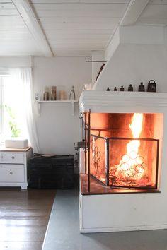 Huvikumpu Living: Jäähyväiset blogille Country Farm, Country Life, Steamer Trunk, Stove, Cottage, Interiors, Living Room, Bed, Kitchen