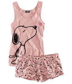 Love these snoopy pajamas Cute Pajama Sets, Cute Pjs, Cute Pajamas, Lazy Day Outfits, Cute Outfits, Snoopy Pajamas, Cute Sleepwear, Satin Pyjama Set, Jolie Lingerie