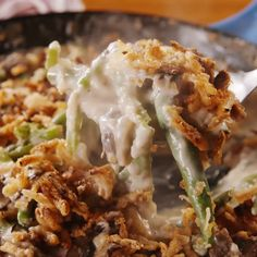 Classic green bean casserole recipe that doesn't use canned cream of mushroom soup—but a super-simple cream sauce (flour and a little milk) and sauté fresh mushrooms instead. Homemade Green Bean Casserole, Classic Green Bean Casserole, Vegan Green Bean Casserole, Greenbean Casserole Recipe, Casserole Recipes, Green Bean Recipes, Cooking Recipes, Healthy Recipes, Easy Recipes