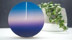 時間の流れを「空色の変化」で捉え直すための掛け時計 | roomie(ルーミー)