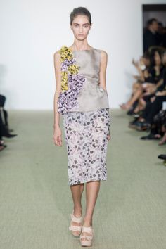 Giambattista Valli Spring 2014 RTW - Review - Fashion Week - Runway, Fashion Shows and Collections - Vogue