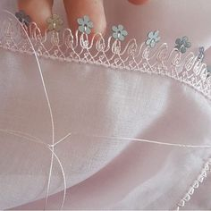 (notitle) – Elif Aydın – Join the world of pin Beaded Embroidery, Embroidery Stitches, Hand Embroidery, Stitch Crochet, Filet Crochet, Crochet Unique, Tatting Tutorial, Crochet Borders, Needle Lace