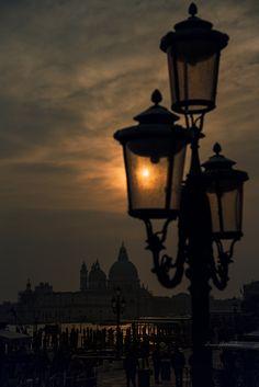 venezia by night - null