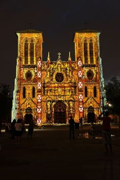 San Antonio Cathedral light show by French artist Xavier De Richemont, in which lights projected onto the Cathedral tell the story of San Antonio from its beginning to today. Texas Hill Country, San Antonio, San Fernando Cathedral, Happy Birthday In Spanish, Wedding Venues Texas, Gold Wedding Decorations, Let The Fun Begin, River Walk, Summer Events