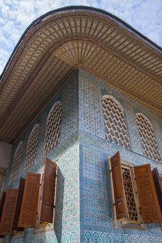 Wooden Decorated Roof & Blue Ottoman Ceramic Tiles in Topkapi Palace, Istanbul (Honeymoon, November Turkish Architecture, Ancient Architecture, Beautiful Architecture, Art And Architecture, Blue Ottoman, Istanbul Travel, Hagia Sophia, Ottoman Empire, Moorish