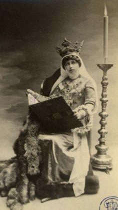 Descendants, Edinburgh, Romania, Royals, Sisters, Queen, Painting, Home, Painting Art