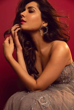 Glamorous Tollywood Actress Raashi Khanna Hot Photoshoot - Rashi Khanna Bollywood Wallpaper BOLLYWOOD WALLPAPER : PHOTO / CONTENTS  FROM  IN.PINTEREST.COM #WALLPAPER #EDUCRATSWEB
