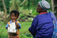 The Old Man and child in Bali (Indonesia) | Vieil homme et enfant à Bali (Indonésie) | El viejo y el niño en Bali (Indonesia)