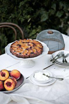 Pratos e Travessas: Bolo de pêssego, amoras e amêndoa # Peach, blackberry and almond cake | Food, photography and stories