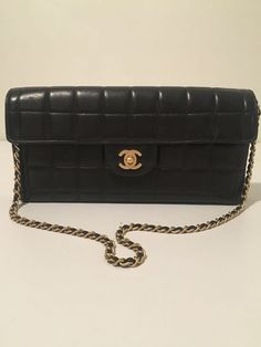 26692f2cd816 Plateforme de ventes aux enchères en ligne Catawiki   Chanel - East West  Chocolate Sac en