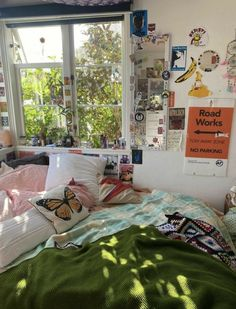Indie Room Decor, Cute Room Decor, Aesthetic Room Decor, Indie Dorm Room, Room Ideas Bedroom, Bedroom Decor, Bedroom Inspo, Deco Cool, Cute Room Ideas