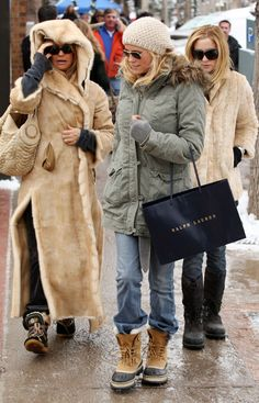 how to wear snow boots, winter outfits, snow outfits, sorrel boots, kate hudson Source by boots outfit Snow Boots Outfit, Winter Boots Outfits, Stylish Winter Outfits, Fashionable Snow Boots, Winter Outfits Women, Winter Snow Boots, Outfit Winter, Ladies Outfits, Winter Coats