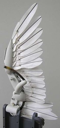 Mechanical bird wing with individual feathers folds and flaps: