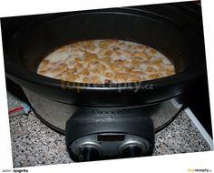 Syrové sádlo nakrájíme na kostičky cca 3 cm, dáme do pomalého hrnce, zalijeme trochou vody, mírně osolíme a zapneme na II.stupeň. Toto množství... Crockpot, Ph, Slow Cooker, Kitchen Appliances, Diy Kitchen Appliances, Home Appliances, Appliances, Crock Pot, Crock Pot