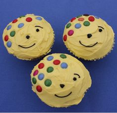 This Pudsey Bear Cupcakes Recipe makes cute cupcakes will go down a storm at any Children In Need bakesale, and they are really simple to make. Bear Cupcakes, Cute Cupcakes, Children In Need Cakes, Classic Cupcake Recipe, Preschool Cooking, Salted Caramel Cupcakes, Bear Crafts, Kid Crafts, Nursery Activities