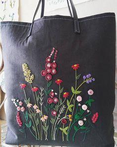 """""""들판위의꽃들""""  너도 가서 이쁨 많이 받아라~뿅  #프랑스자수 #자수가방 #embroidery #손바느질"""