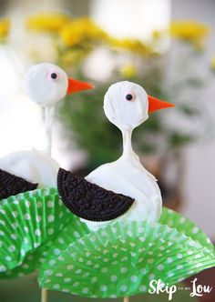 How to make stork cookie pops! An easy dessert idea to celebrate the movie Storks.