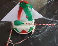 csákó hajtogatás Creative Crafts, Christmas Tree, Holiday Decor, March, Teal Christmas Tree, Crafts, Xmas Trees, Christmas Trees, Xmas Tree