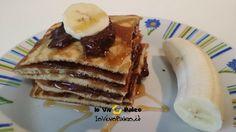 Colazione Paleo Dolce con Pancakes con farina di mandorle e farina di cocco, olio di cocco e miele, per la farcitura Crema di Cioccolato con avocado e cacao