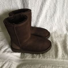 bd613332f17 UGG AUSTRALIA YOUTH DARK BROWN SUEDE SHEEPSKIN SHORT BOOT SN 5251 SIZE 3   fashion  clothing  shoes  accessories  kidsclothingshoesaccs  girlsshoes  (ebay ...