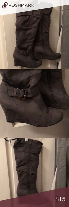 Ladies grey boots 👢 size 8 1/2 Forever Brand ladies boots size 8 1/2 but I believe they fit more like and 8. They stop right below the knee Shoes Heeled Boots